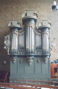 Smits orgel Oijen. Revisie geoxideerde tongwerken.