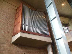Verschueren orgel Overloon. Technische revisie van elektrisch systeem en herstel frontpijpen.